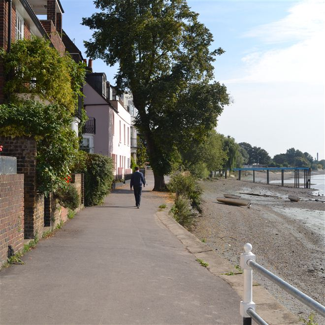 Strand-on-the-Green Chiswick Riverside Thames path W4